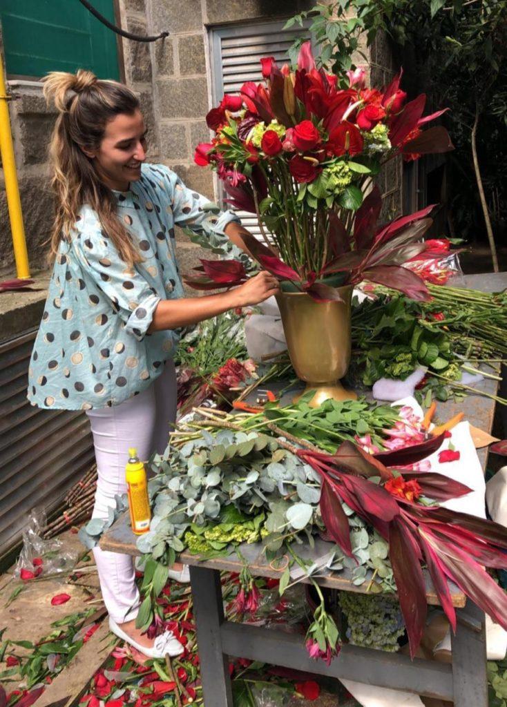 WhatsApp Image 2020 08 24 at 16.16.08 734x1024 - Arquiteta Maira Ferreira faz sucesso como paisagista há cinco anos no mercado